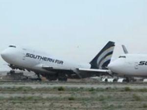 """Boeing 747"" kağıt gibi savruldu"