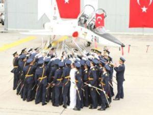 47 pilot teğmen törende brövelerini aldı