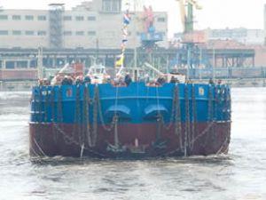 Baltiysky Tersanesi Mira'yı teslim etti