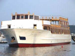 Türkiye'nin en büyük gezi teknesi Ayvalık'ta