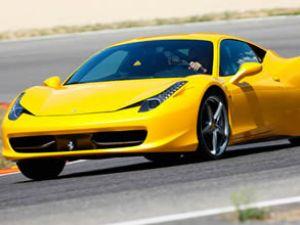 """Ferrari'ye """"Yılın Performans Motoru"""" ödülü"""