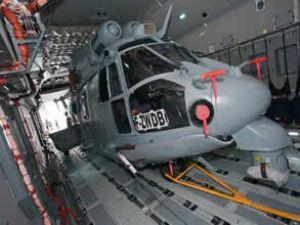 A400M'e helikopter yüklemesi yapıldı