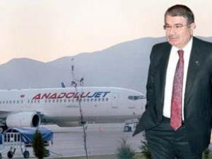 Protesto edilen Bakan Şahin uçaktan indi