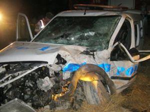 Polis aracı ciple çarpıştı: 3'ü polis, 4 yaralı