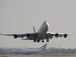 ABD'de derin dekoltesi uçaktan attırdı