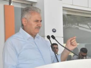 Bakan Yıldırım, İzmir'e deniz uçağı getiriyor