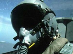 Düşen savaş uçağındaki 2 pilot hala kayıp