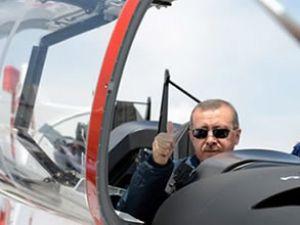 Erdoğan Hürkuş'un pilot koltuğunda