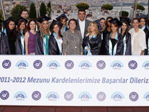 Turkcell kardelenleri'nin mezuniyet sevinci
