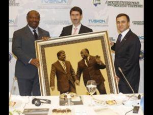 İşadamları Gabon'da yatırım sırasında