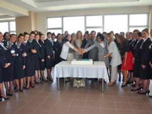 Türk Hava Yolları hosteslerini mezun etti