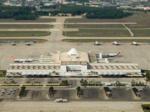 Antalya Havalimanı'nda havaya ateş açıldı