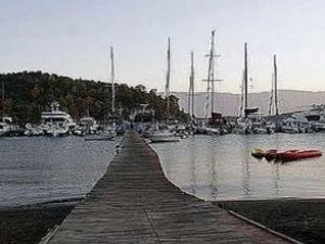 Marmarisli tekneciler iskeleyi yıktırmadı