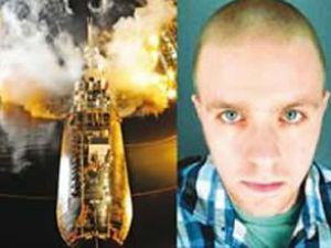 Kız arkadaşına kızdı, denizaltını yaktı