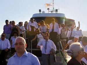 Köprü tıkanınca şirketler denizi keşfetti