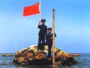 Çinliler ihtilaflı kayalıklara zincir vurdu