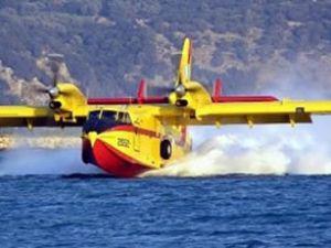 Yangın söndürmeye giden uçak arıza yaptı