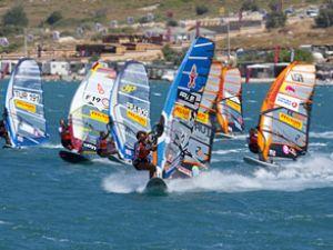 Dünyanın en iyi windsurfçüleri yarışıyorlar