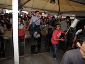 Ulaşıma yapılan zammı protesto ettiler