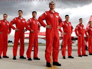 Türk Yıldızlar'' ziyaretçilerin yoğun ilgisini çekti