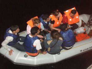 Botları batan kaçakları SGK ekipleri kurtardı