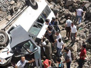 Zonguldak'ta servis devrildi: 6 yaralı