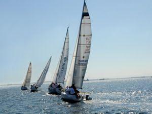 UNO İstanbul Sailing Cup 2012 rüzgar gibi geçti