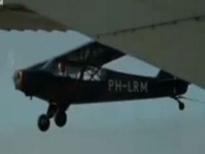 Hollanda'da iki uçağın havada çarpışma anı