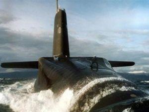 İran'dan Basra'da ABD'ye denizaltılı gözdağı!