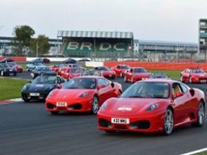 964 adet Ferrari aynı anda piste çıktı!