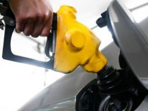 Benzinin litresi 5 lira oldu