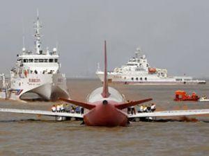 Nehre zorunlu iniş yapan uçağa müdahale edildi
