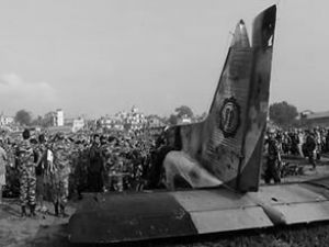 Lukla'ya giden uçak alev alev yanarak düştü