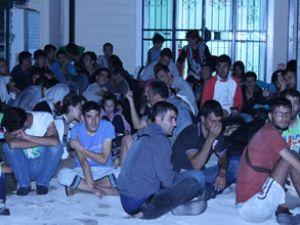Kuşadası'nda 63 kaçak göçmen yakalandı
