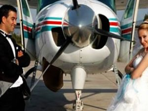 Pilot çift önce uçtu, sonra evlendi