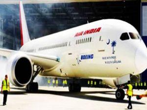 Boeing ilk 787 Dreamliner uçağını teslim etti