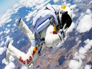 Felix Baumgartner uzaydan dünyaya atlayacak!