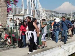Bodrum'da turist kılığında 34 kaçak yakalandı
