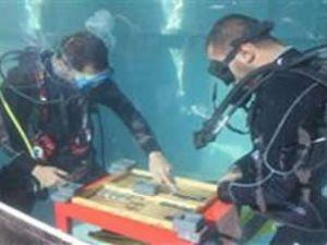 USAT üyeleri su altında tavla oynadılar