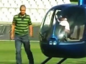 Efsane Alex sahaya helikopterle indi
