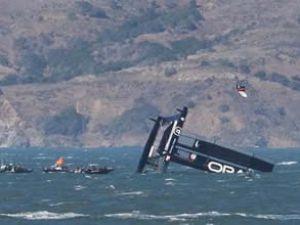 ORACLE'ın teknesi AC72 yine battı