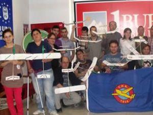 Engellilere model uçak kursu sertifikası verildi