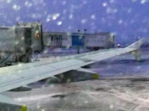 Moskova'da kar yağışı uçuşları etkiledi