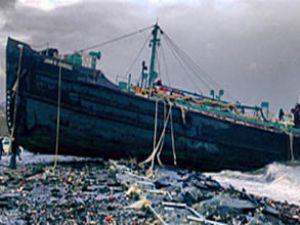 Karaya oturan geminin personeli aranıyor