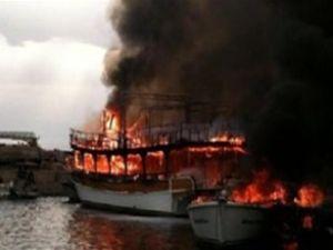 İzmir'de barınaktaki 15 tekne birden yandı