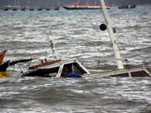 Akdeniz'de kaçak teknesi battı: 11 kişi öldü