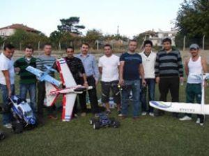 Denizli semalarını model uçaklar süsledi