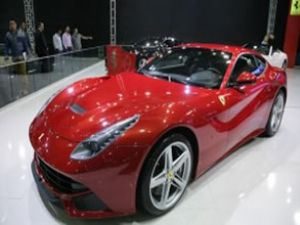 Ferrari F12berlinetta'ya Altın Direksiyon ödülü!