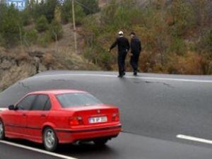 Heyelan asfaltı 1,5 metre yükseltti