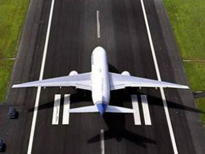 Uçaklar buzlanmaya karşı alkolle yıkanıyor